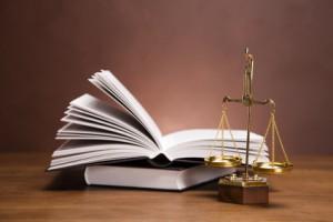livre de droit et balance